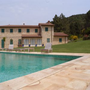 quarzirenite stone poolside