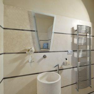 white travertine bathroom