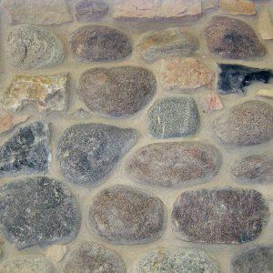 rivestimento pietra retrosegato ciottoli fiume