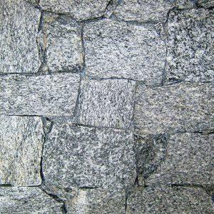 rivestimento pietra retrosegato serizzo